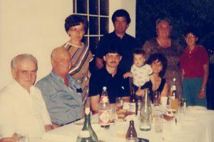 Familienfoto 1987: stehend: Mutter Rosa, Vater Karl, Schwägerin Thekla und deren Tochter Maria sitzend: Bruder Ludwig Kulovits, XYZ, Sohn Reinhard, Enkelsohn Marcel, Schwiegertochter Melanie